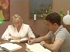 Äldre italienska lärare med elev