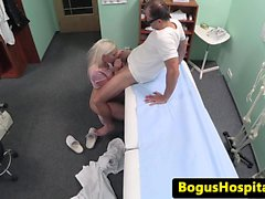 Amateur hastanede Beauty bazıları yüz cream olur