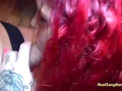 татуированный рыжеволосая любит жесткого групповуха