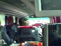 Servische blonde zuigen pik in de bus