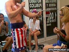 Saugen mein Schwanz trocknen Sie das Stripper dem