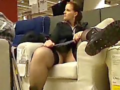 kiimainen ex tyttöystävä vilkkuu ja hieromalla hänen iso karvainen pillua IKEA