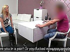 Малые синицы любительское отдается на диван в офисе от поддельной вещества