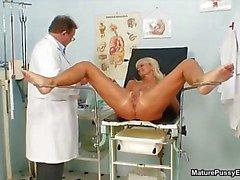Velho médico tesão abusando part5