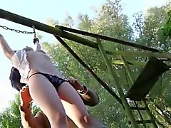 Покорные крошечной рабом шлюха использоваться как секс- игрушка в садо-мазохистов сеанса