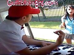caminhão de sorvete adolescente estudante em meias altas joelho recebe metade fillin Creampie