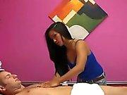 Estimulación de la mano e irrumación realizada durante el masaje