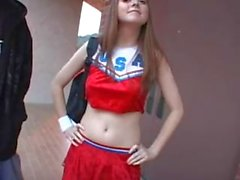 Cheerleader baise pour l'argent