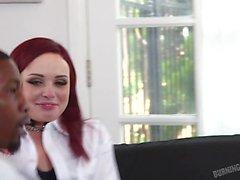 Küçük göğüsleri dövmeli kızıl kıza çarptı