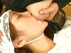 étudiante de Jap allaitement maternel nichons lait