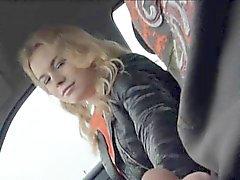 Amatör blondie tonåring flicka Nishe bultade i baksätet på