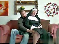 Den tyska Teen för pojke att förföra Granny Nun
