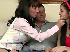 Zoe Kuch et Rayveness baisées en virage avec les mec chanceux