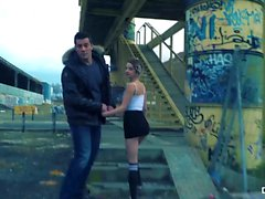 CHICAS LOCA - sexo en público al aire libre salvaje con bombón español Mey Madness