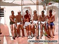 Hot Little Show jongens neuken buiten