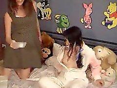 Stella nimmt Mandy Raumtemperatur