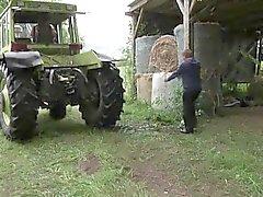 Mutter und Vater zu sehen Ficken in den Ferien auf dem Bauernhof