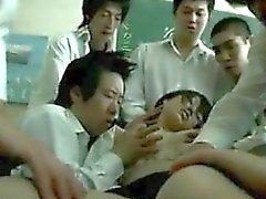 Drogado Hasta Asian Teacher utilizado por los estudiantes