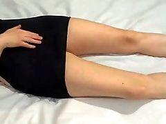 Aficionados vestido negro y los talones masturbándose orgasmo