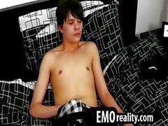 Herrliche Teen emo redet an der Kamera und Schliff