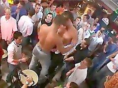 Lolli bir duvar ile seks erkekler polis memurları Hunks