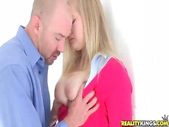 Blond teen belle Roxy Lovette få en dick