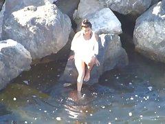 plajda sıcak genç kadın