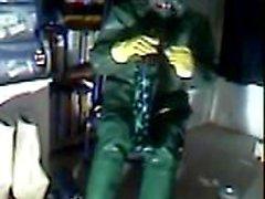 Старый vid wanking в зеленой резине.