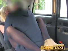FakeTaxi Rücksitz shagging und Überraschungscreampie zahlen für taxi Fahrpreis