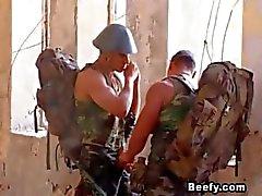 Biffiga Soldier Cant vänta med att ha sex