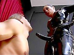 Domination féminine en latex gode ceinture de 3