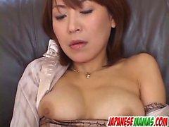 Asian MILF Jun Kusanagi , saa nuoria miesten ja cream häntä vag