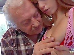 Casting porno pour un vieil amateur fucking jeune chaude Erica Fontes