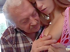 Porno casting para un viejo aficionado fucking joven caliente Erica Fontes