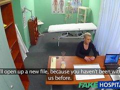 paziente FakeHospital Blonde vuole di sesso hard dal suo medico