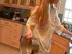 La maman in the Kitchen (tabagisme fétichisme roleplay, Porno )