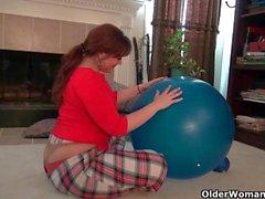 American мамочек Драгоценные камни а Lauren давать свою киске спортом