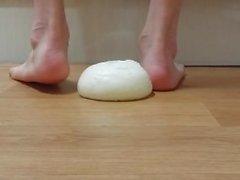 Très beau et très chaud crush alimentaire pieds nus