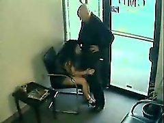MILF Cónyuge grabado engañando a su marido con el chef