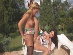 Ladyboy Siken Kız az Havuz Kenarı