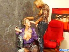 Strapon lesbisk dominerad till gloryhole