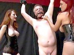 Alte Mann gebundenen und gefoltert