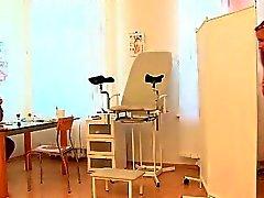 Ihtiyar doc ile KINKY faydalı şey jinekolojik muayene yapan