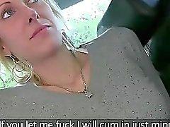 Aficionado Blonde sexy devem prestar acima no táxi