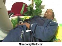 Cornée le MILF tape jeune mâle Black 6