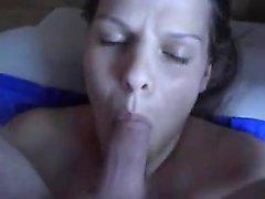 Puffy blond MILF jouit pénis dans puss moelleux et sa bouche