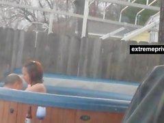 Voyeuring ma mère et BF dans la piscine extérieure