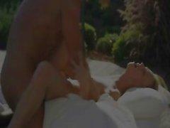 L'amour vrai relations sexuelles retard de la piscine