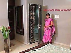 Hermosa profesora india tentando a su estudiante para el romance ....... telugu caliente cortometraje