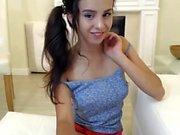 Tonåring med rakad fitta onani på sin webcam